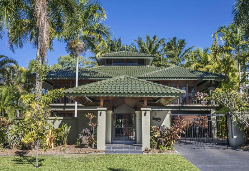 WANT TO BUY A BEACHFRONT HOME IN PORT DOUGLAS AUSTRALIA?
