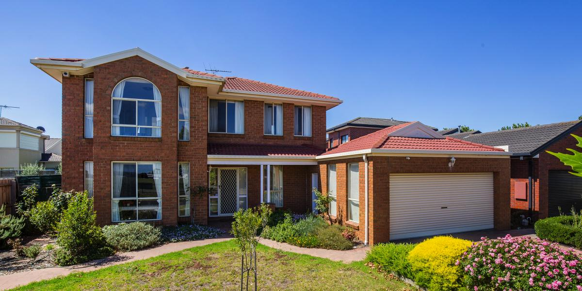 Exceptional Family Entertainer Directly Opposite Park!