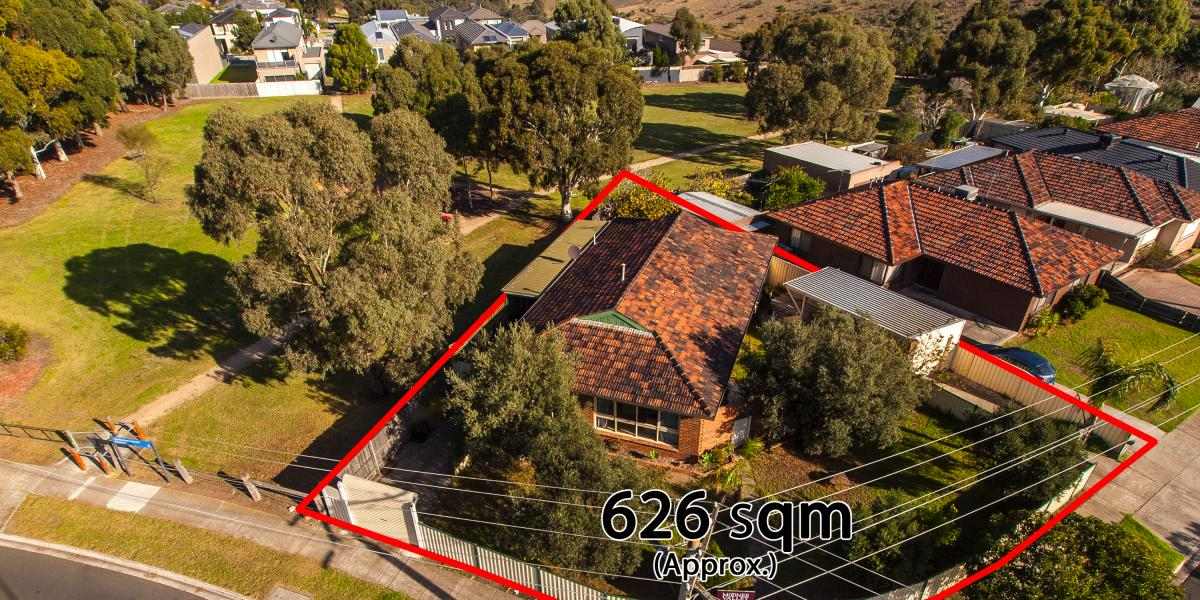 INSTANTLY ENJOYABLE FAMILY HOME / DEVELOPMENT OPPORTUNITY ON 626SQM!