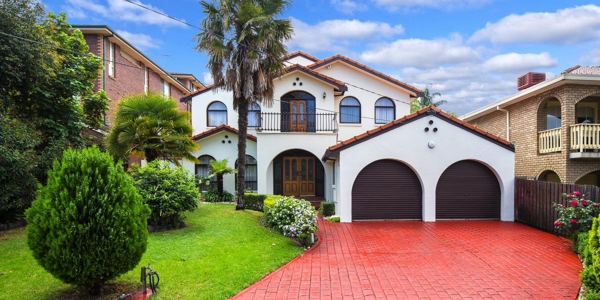 EXCEPTIONAL FAMILY LIFESTYLE IN BLUE CHIP LOCALE!