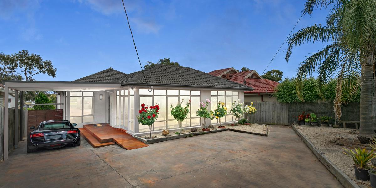4 BEDROOM FAMILY HOME WITH PARKLAND BACKDROP!