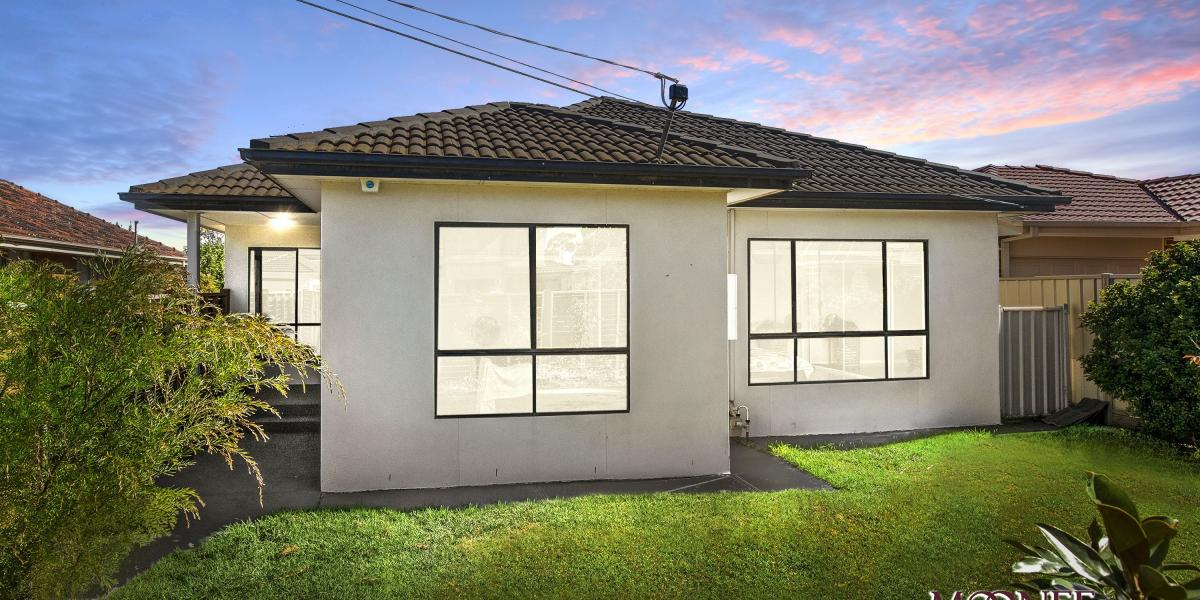 STYLISH, LOW MAINTENANCE LIVING WITH DOUBLE GARAGE!