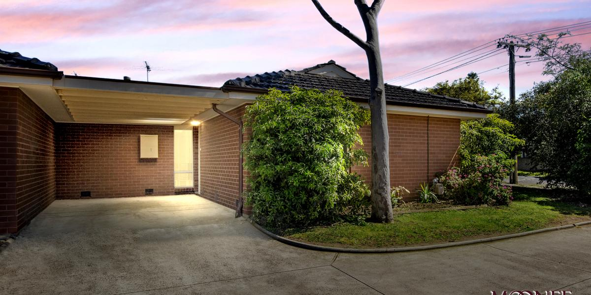 Renovated Villa Unit With Street Frontage!