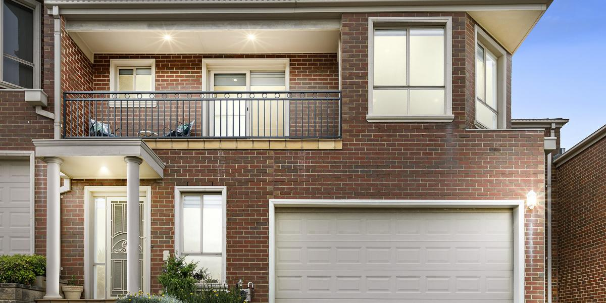 STYLISH AND SPACIOUS IN RIVERSIDE LOCALE!