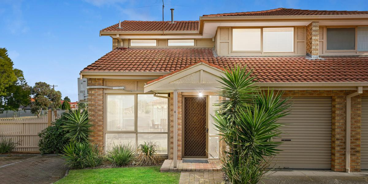A CLASSY RENOVATION IN SOUGHT AFTER SURROUNDS!
