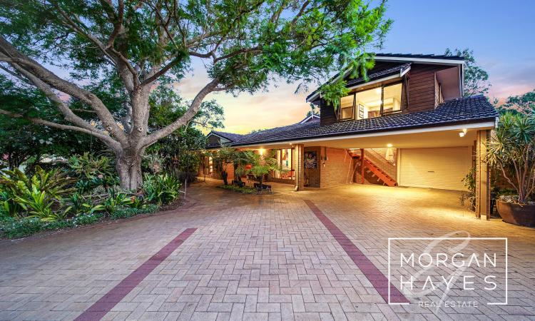 PEARLER OF A HOME IN PREMIUM LOCATION
