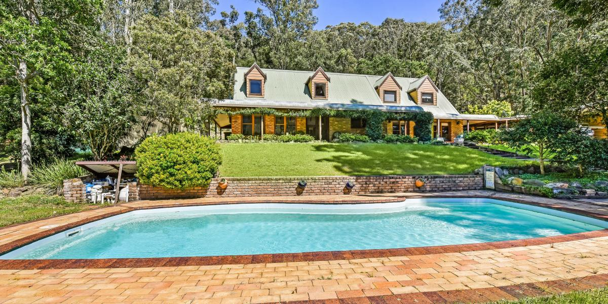 Gorgeous Country Home on 6 Horse Friendly Acres