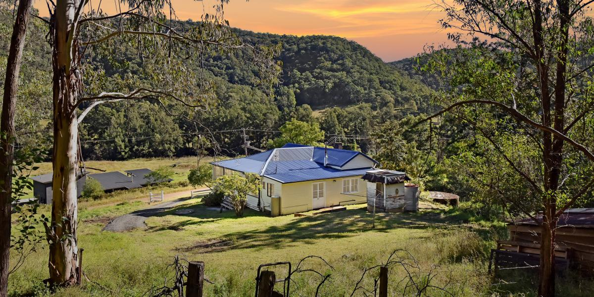 'Country Charm' on 5 Scenic Acres!
