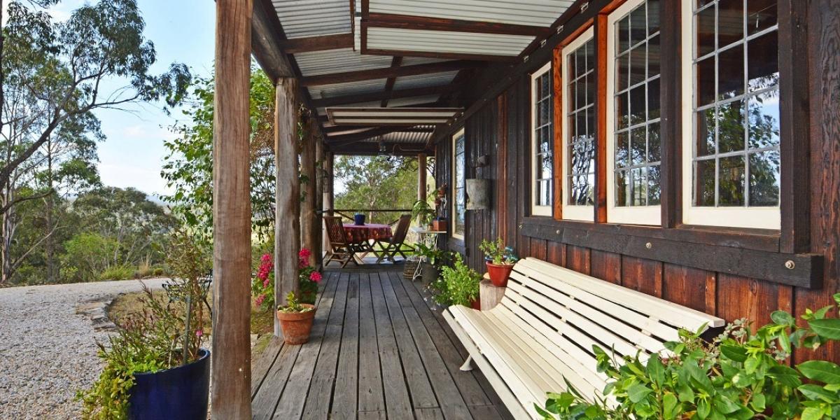 Australiana Cottage on 38 Picturesque Elevated Acres