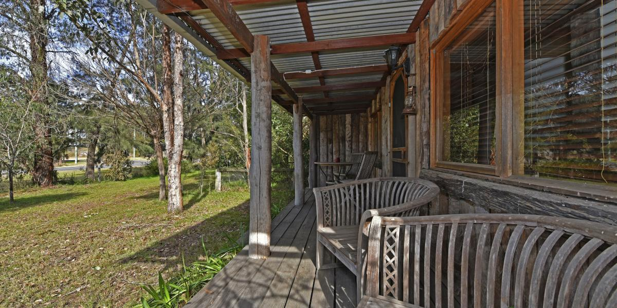 'The Lodge' A Rustic Weekender in The Heart Of 'Historic Wollombi'