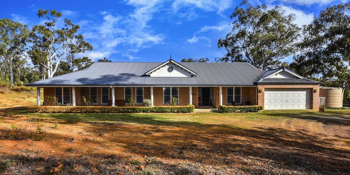 'Mura Mura Cottage' -  A Solar Passive Exquisite Homestead on Private Bushland Acres!