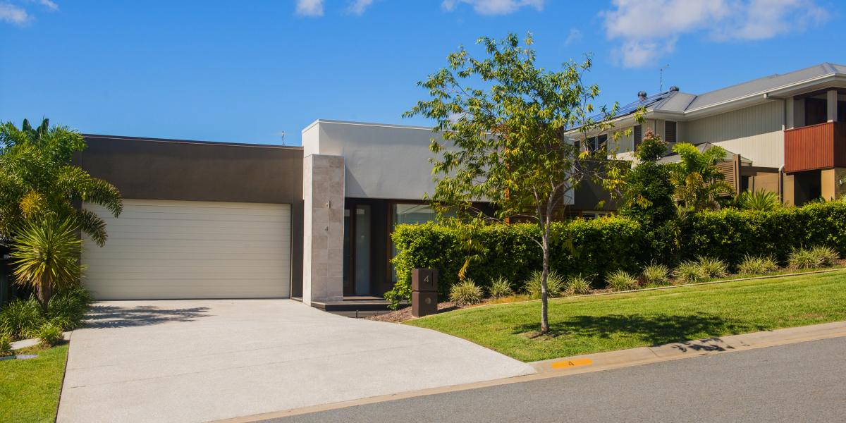 Ex Plantation display home on a 630m2 lot at Coomera Retreat