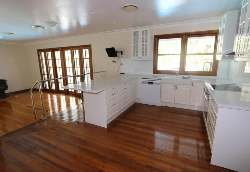 HUGE PROPERTY, GREAT LOCATION. ROOM FOR HORSES!