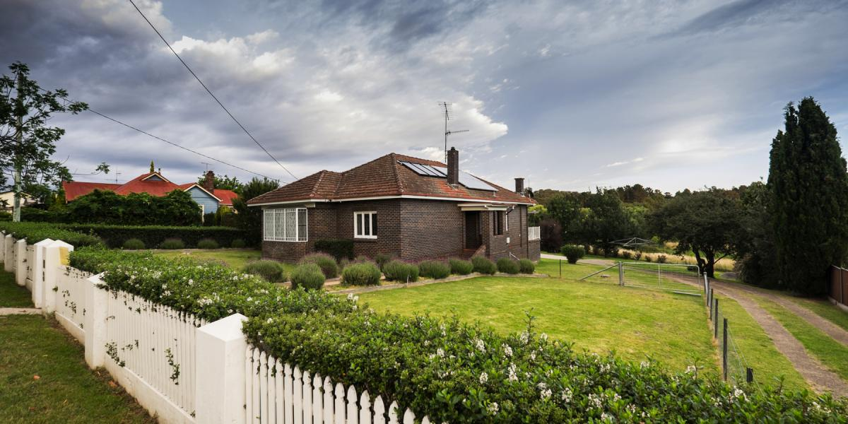 Armidale Blue Brick Home situated in Uralla