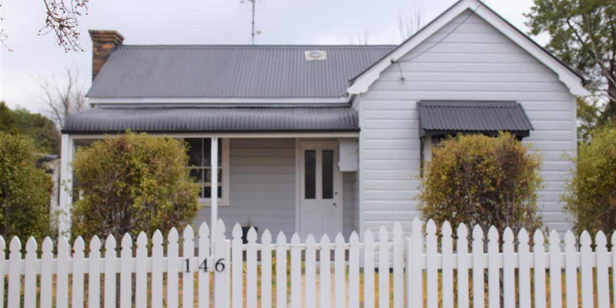 Charming Cottage With a White Picket Fence