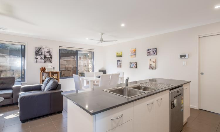 A beautiful modern home with a flat user friendly block
