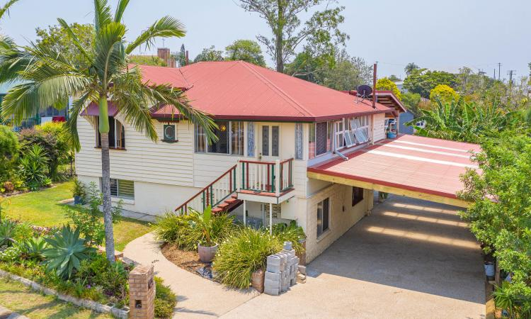 Beautifully presented Queenslander that is oozing charm!