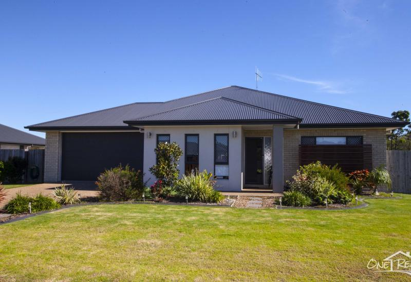1500m2 Block, Rear Access, Family Home