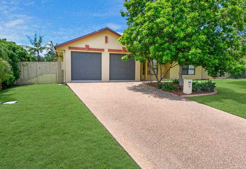 Large Family Home Close To The Beach!