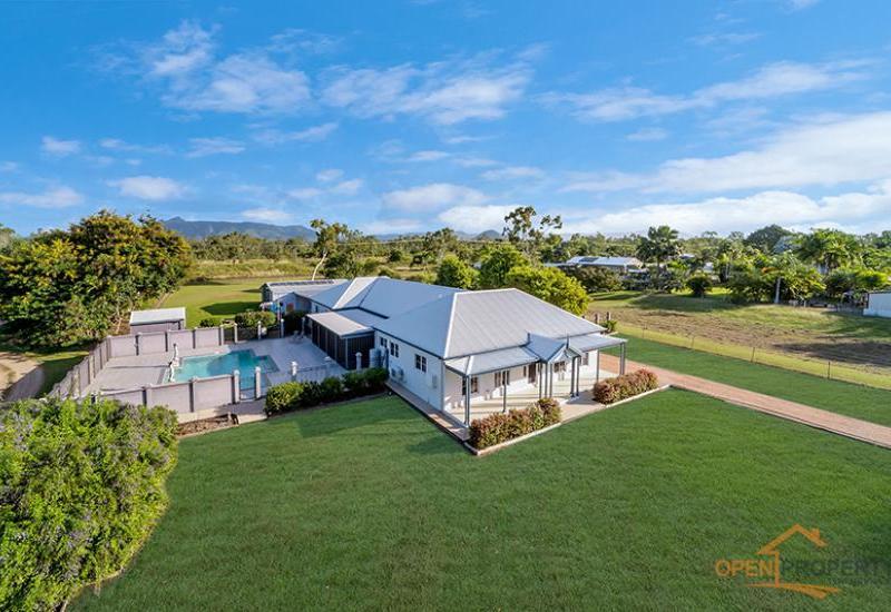 Very large, spacious acreage family home!