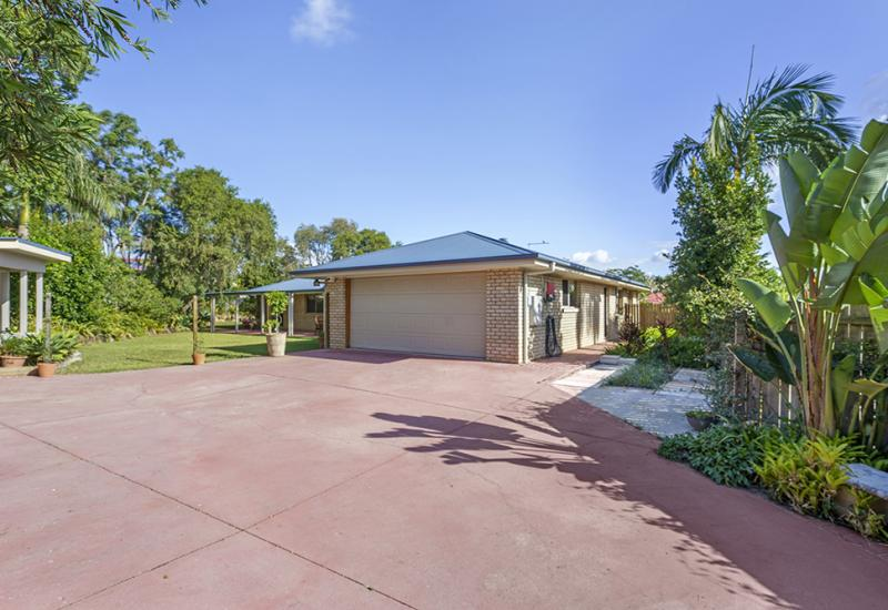 PRIVATE SANCTUARY ON BIG 934SQM BLOCK IN STRETTON CATCHMENT