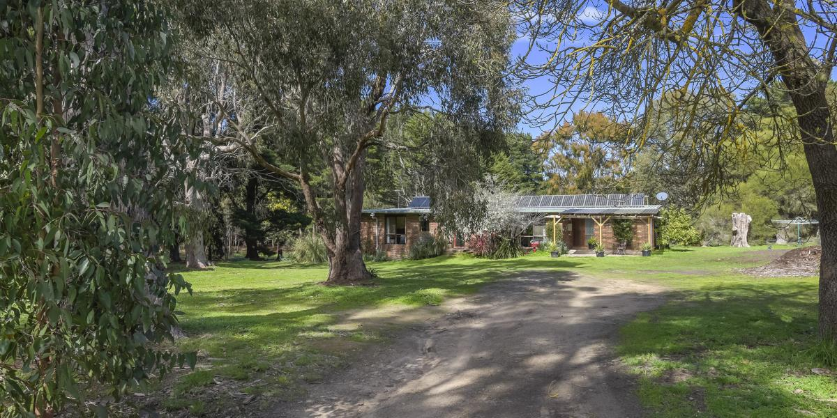 Enjoy your own space and fresh air in heart of Macedon Ranges
