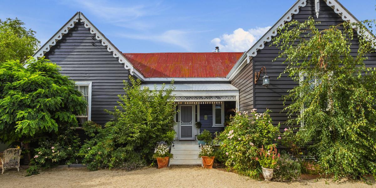Charming weatherboard cottage in secluded setting