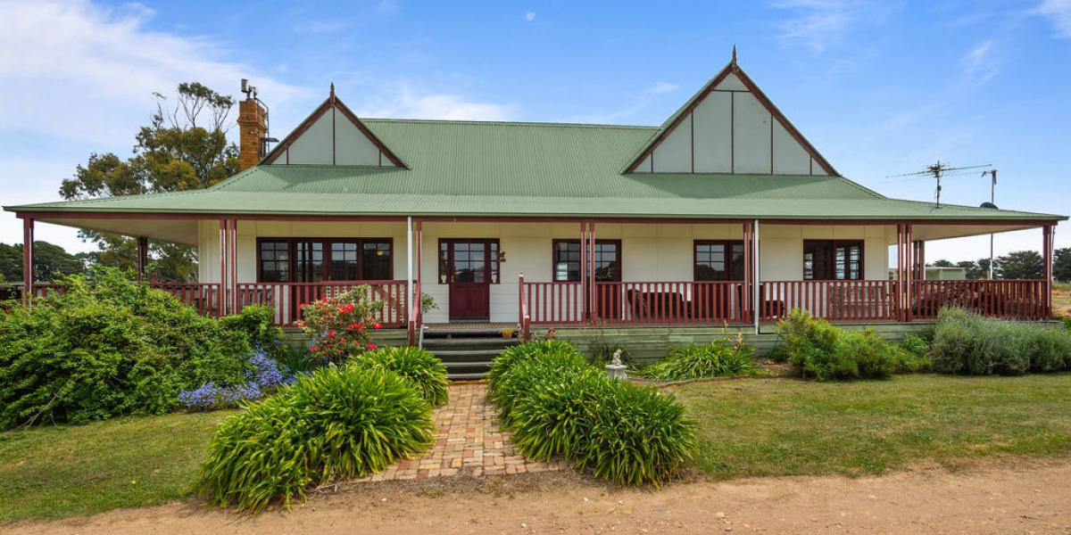 Breathtaking views, replicated Victorian Homestead, 3.2Ha