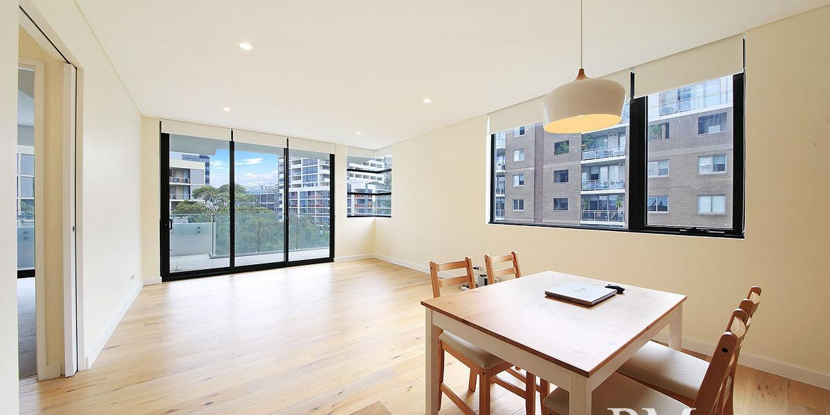 Modern and Stylish One Bedroom PLUS Study Apartment