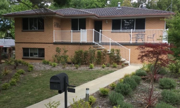 LARGE FAMILY HOME - NORTH HILL