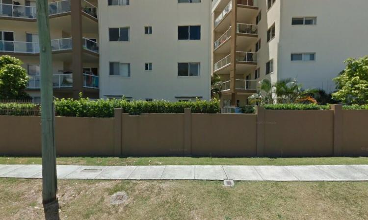 Awesome Ground Floor Unit with ONE WEEK FREE RENT