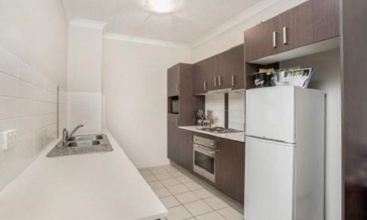 SECURE 2 BEDROOM APARTMENT IN A QUIET STREET