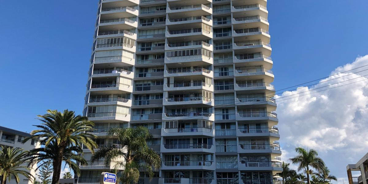 BURLEIGH HEADS HOLIDAY MANAGEMNT RIGHTS LARGE 3 BEDROOM RESIDENCE