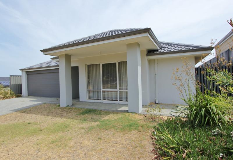 4 BED 2 BATH ON THE BYFORD SCARP