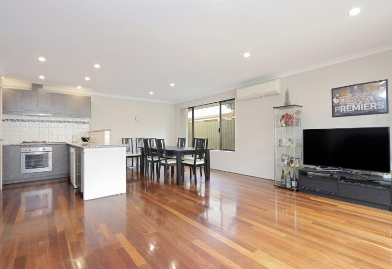 STUNNING UNIT WITH NO STRATA FEES!