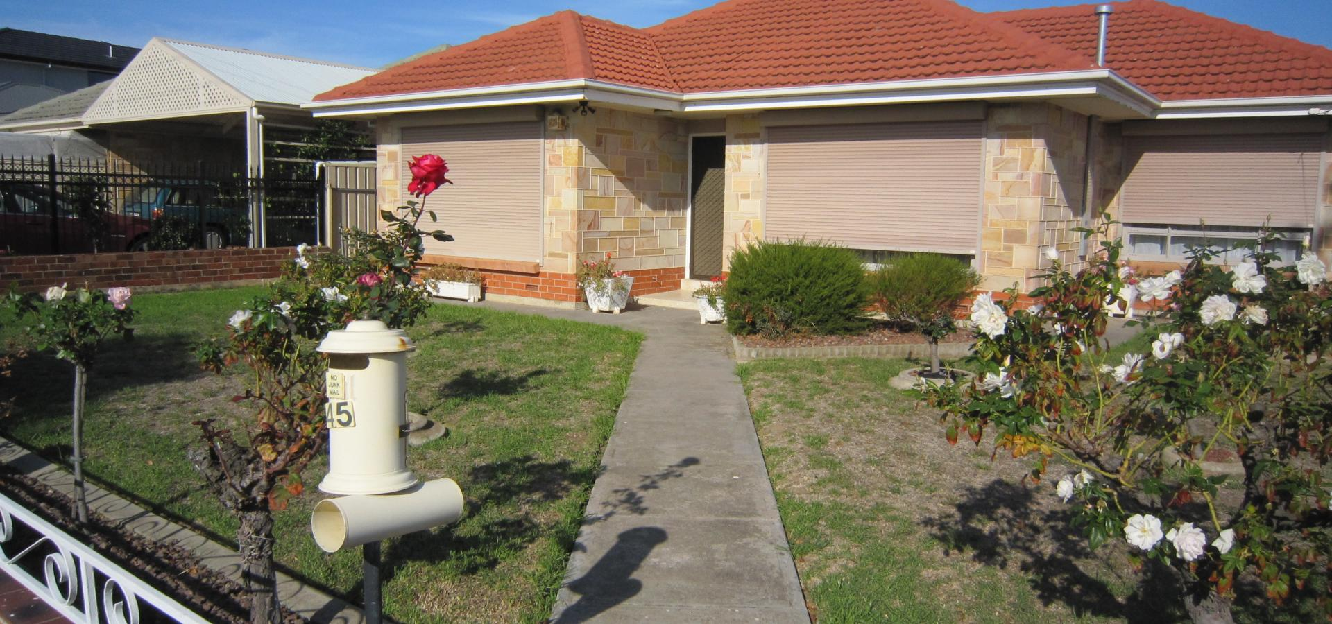 ONLY $395 PER WEEK! CALL TO INSPECT. GREAT LOCATION, CLOSE TO SHOPS, SCHOOL, BEACH & TRANPSORT
