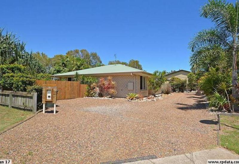 Perfect family home private paradise in the heart of town - Perfect for the avid gardener !!