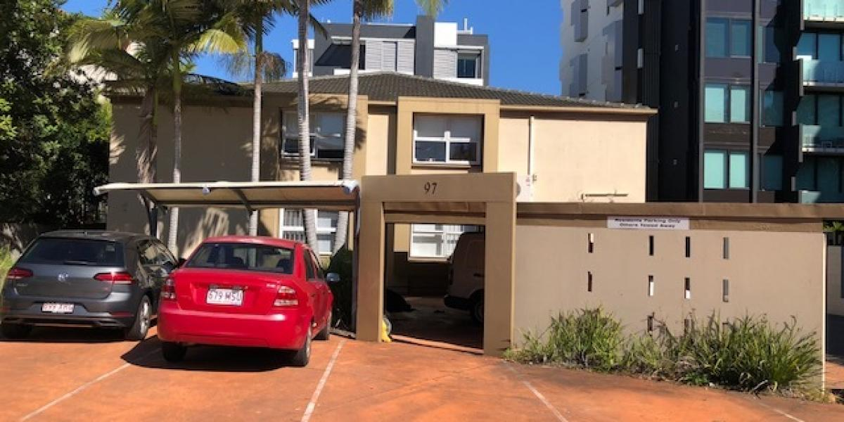 1 WEEKS FREE RENT  -  AIR CONDITIONED TOWNHOUSE