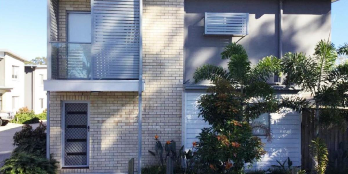 ONE WEEK RENT FREE - LOVELY TOWNHOUSE IN COMPLEX