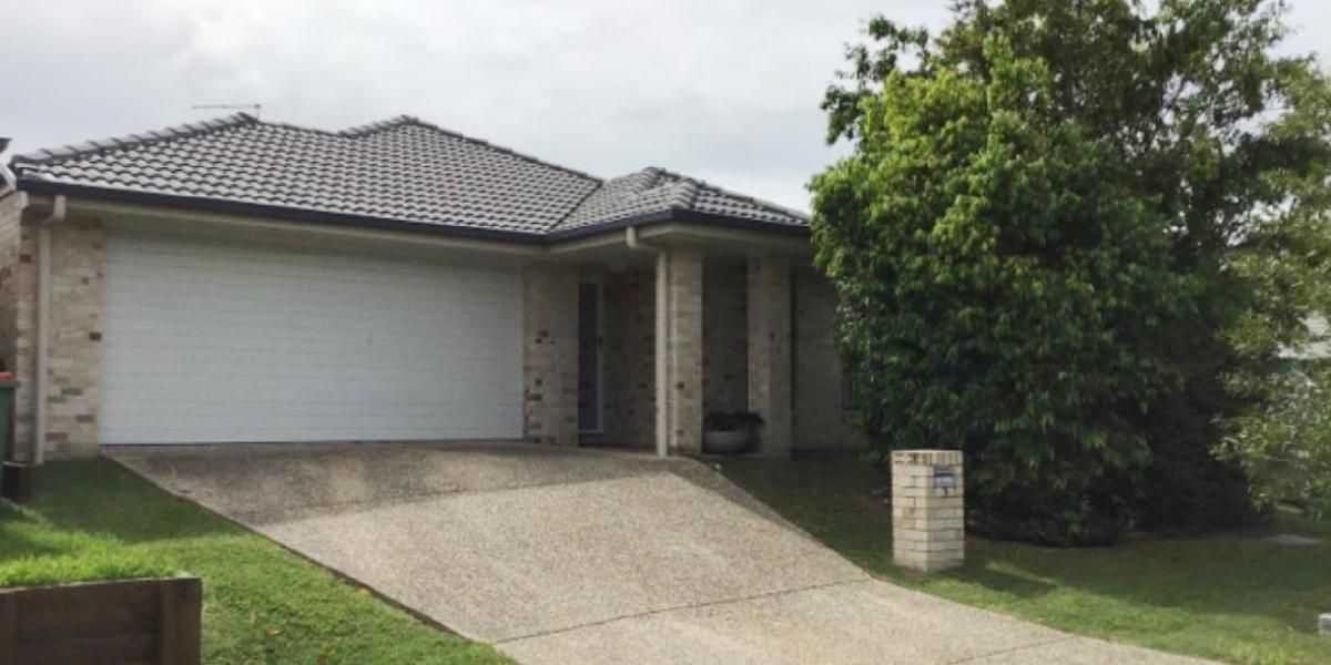 ORMEAU HILLS HOME WITH TWO SPACIOUS LIVING AREAS + A/C