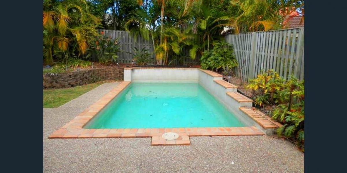 HOME ! POOL ! ROBINA TOWN CENTRE ! BOND UNIVERSITY ! THIS HOME HAS IT ALL