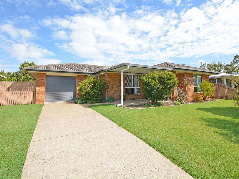 SUPERB KITCHEN, 8 SOLAR PANELS, SOLAR HOT WATER, DOUBLE SHED / WORKSHOP, WALK IN ROBE, ENSUITE SHOWER, SEPARATE LIVING ROOM, EXTENSIVE FAMILY MEALS RM