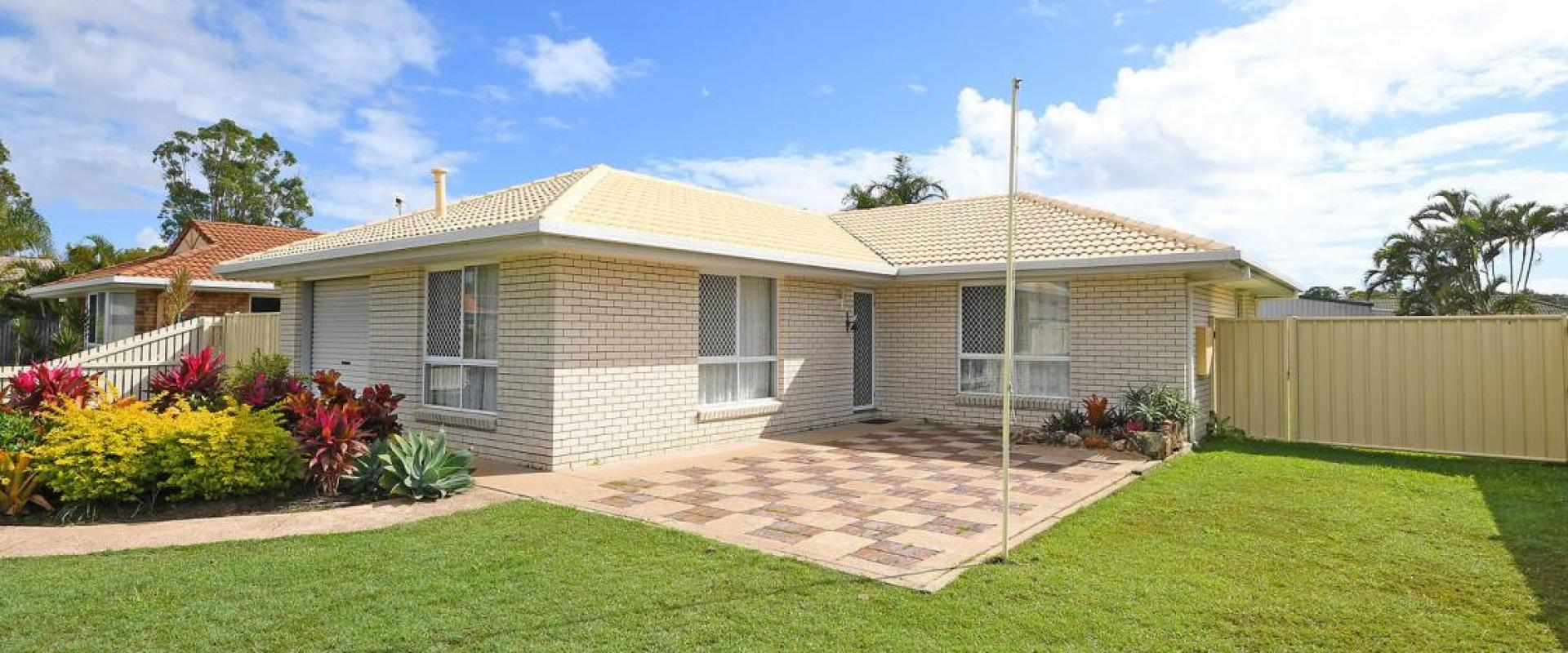 KAWUNGAN STATE SCHOOL CATCHMENT AREA, WELL MAINTAINED HOME, DOUBLE SHED, VEHICLE PORT, SINGLE GARAGE, 4.2 METRE WIDE SIDE ACCESS, LAND SIZE 800 SQM.