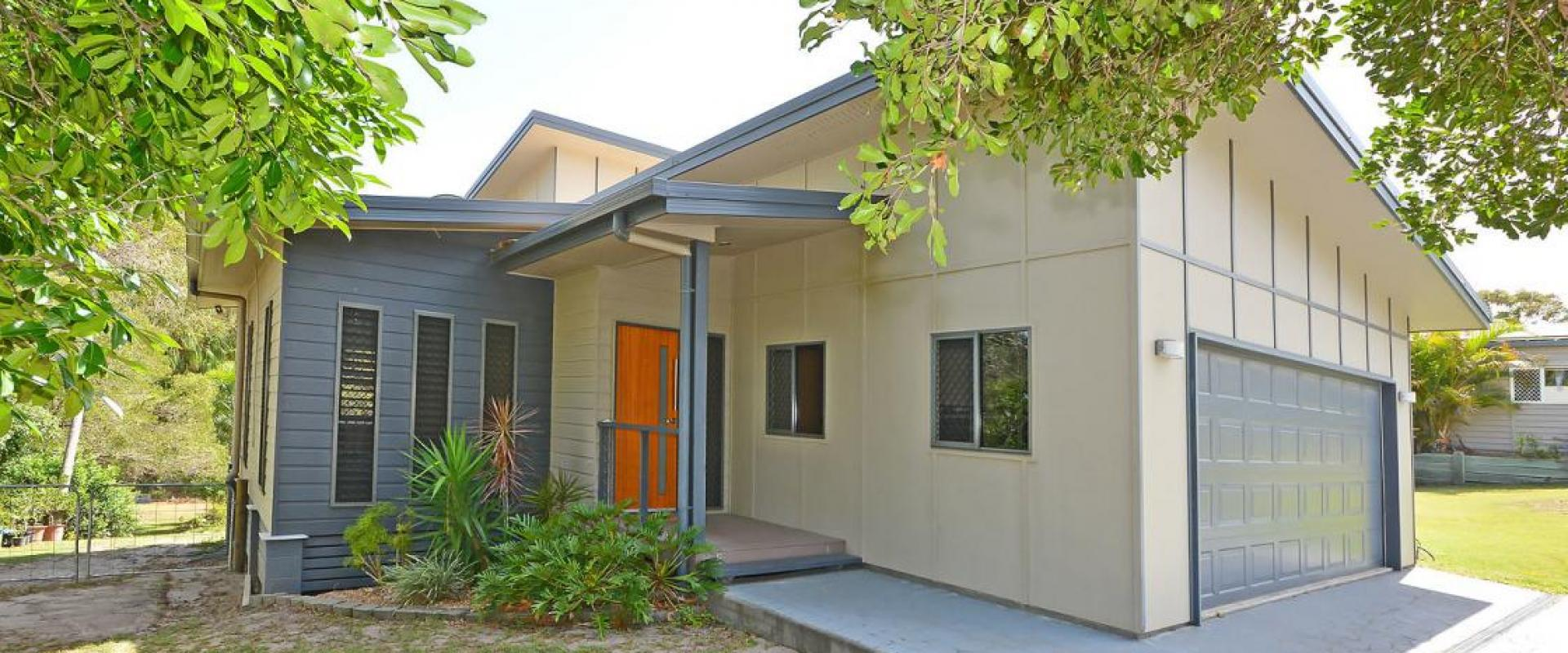 INDIVIDUAL FAMILY HOME WITH THE OPTION OF EITHER A SEPARATE ONE BEDROOM ANNEXE OR A LARGE DOUBLE SHED, SWIMMING POOL, LAND SIZE 2830 SQM