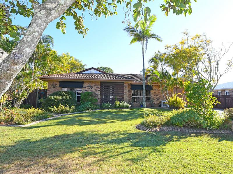 IMMACULATE FAMILY HOME LOCATED WITHIN WALKING DISTANCE TO THE KAWUNGAN STATE SCHOOL, ADJACENT TO OPEN LAND, 8 PANEL SOLAR SYSTEM, LARGE RUMPUS ROOM.