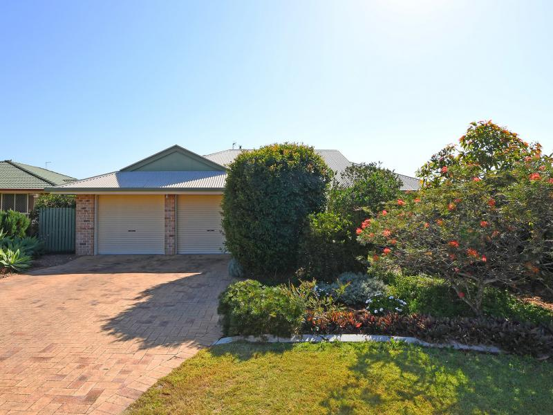 SUPERB SOUGHT AFTER LOCATION, OFF THE HIGHLY DESIRABLE CHRISTENSEN STREET, WALKING DISTANCE TO ST STEPHENS AND HERVEY BAY HOSPITALS PLUS TAFE QLD.
