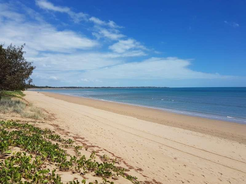WALK ACROSS THE ROAD TO ONE OF HERVEY BAY'S BEST SANDY BEACHES, LOCAL RESTAURANTS, COFFEE AND CAFE SHOPS, BARS AND BOUTIQUE ARE ALL CLOSE BY.