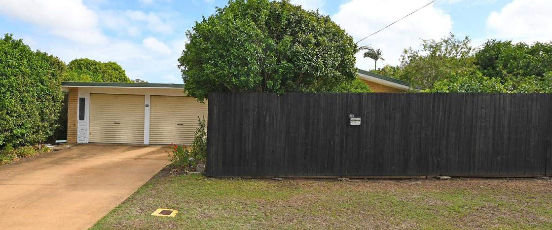 MAINTENANCE WORK IS REQUIRED FOR THIS DELIGHTFUL FAMILY HOME POSITIONED AT THE END OF A QUIET CUL DE SAC, CENTRALLY LOCATED, CLOSE TO CBD, SHOPS BEACH