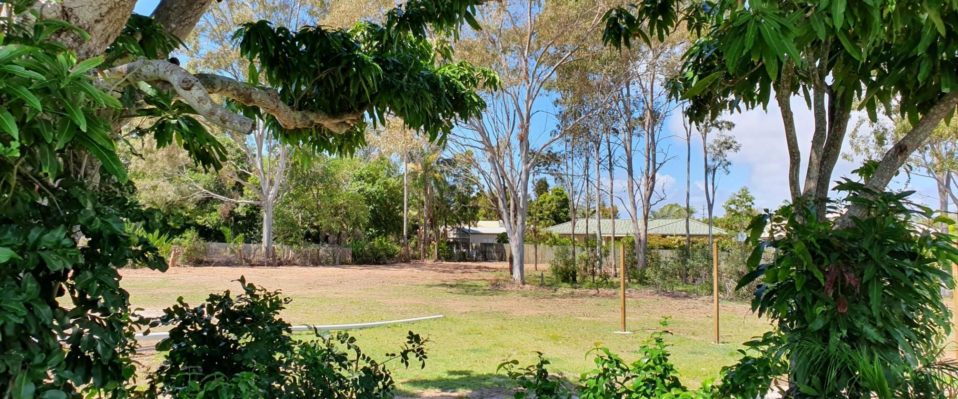 4918 SQM OF SUB DIVIDABLE LAND S.T.C.A. INCLUDING A SPACIOUS EXECUTIVE FAMILY RESIDENCE, WALK TO THE BEACH FROM THIS SOUGHT AFTER PENINSULA LOCATION.