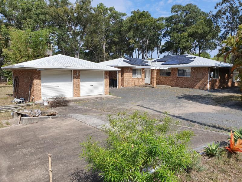 ACREAGE WITHIN WALKING DISTANCE TO THE OCEAN, 2 HECTARES = 6.1 ACRES = 25,000 SQM - DOUBLE 6.4 x 6.4 BRICK GARAGE, DOUBLE 7.7 x 6.2 SHED, SOLAR SYSTEM
